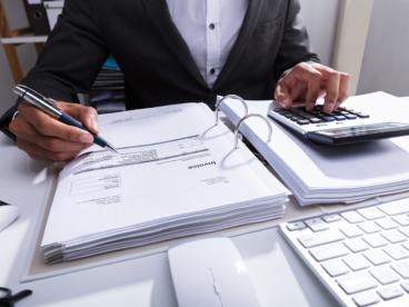 Kredyt a pożyczka - jaka jest różnica między nimi?