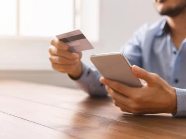 Karta kredytowa, debetowa i płatnicza - czym się różnią?