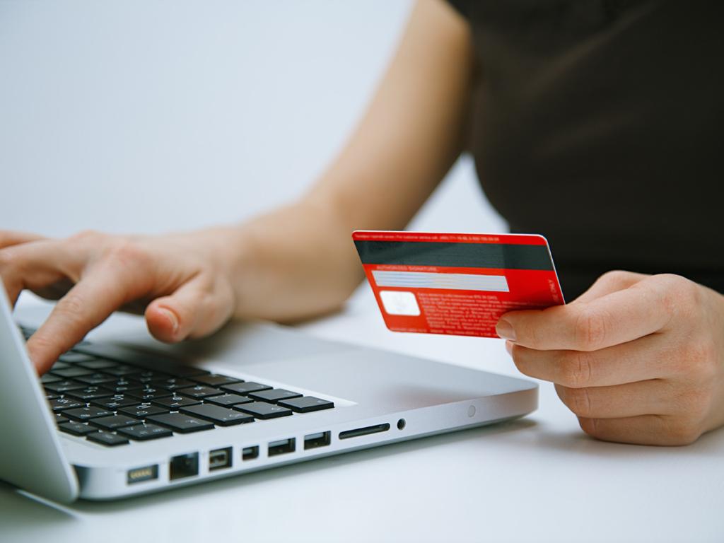Jak działa karta kredytowa? Co warto wiedzieć?