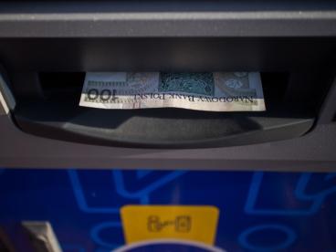 Ile można wypłacić z bankomatu